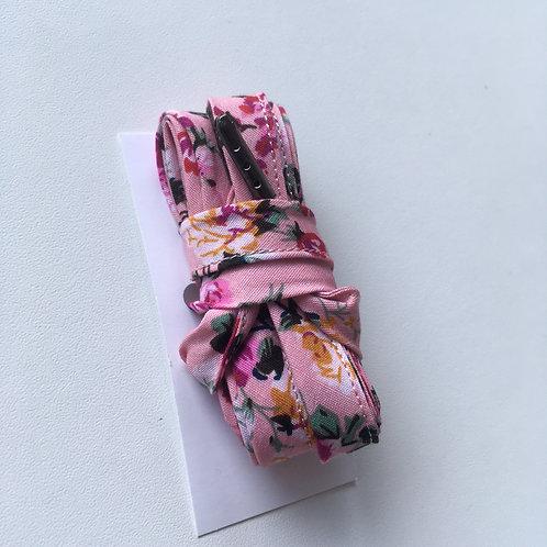 Lacets fleuris fond rose