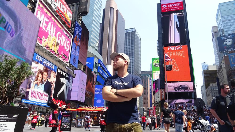 Christian Langer in Lederhosen auf Weltreise. Foto: In Lederhosen um die Welt