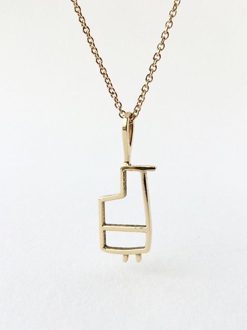 Whimsical pendant in brass for travelers and bird lovers