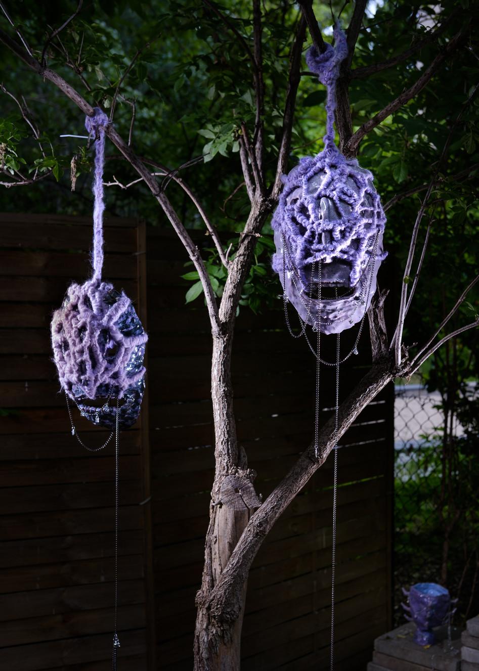 Aleksandra Liput, Inter-dimensional talismans, 2020, installation, ceramics, wool, metal