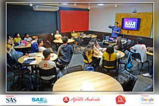 Consultor do SAS em uma manhã com os alunos da 2ª série do ensino médio