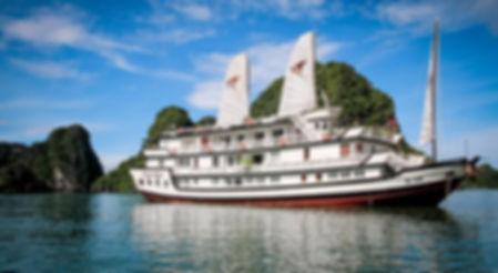 Signature-cruise-in-Halong.jpg