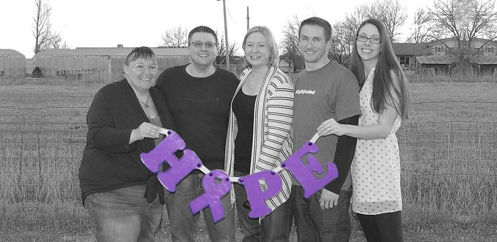 Jason Cranford junto a su team de Flowering Hope