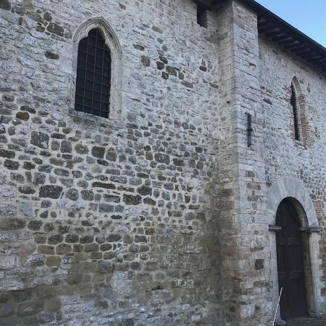 La facciata laterale della chiesa