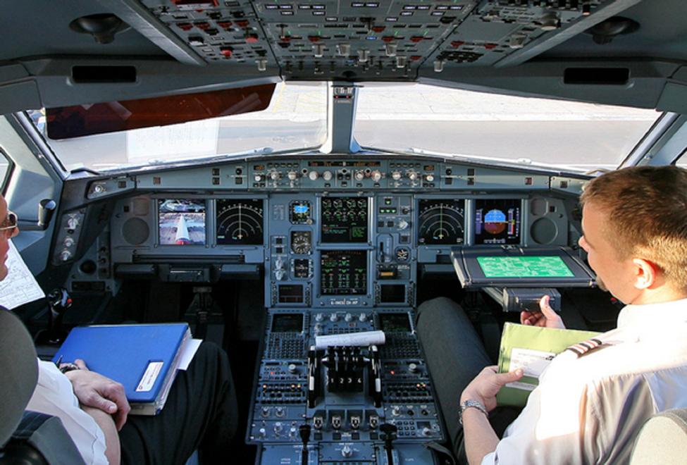 The cockpit of a Virgin Atlantic Airbus A340