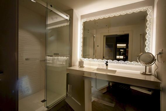 Hotel at Avalon Guestroom Vanity