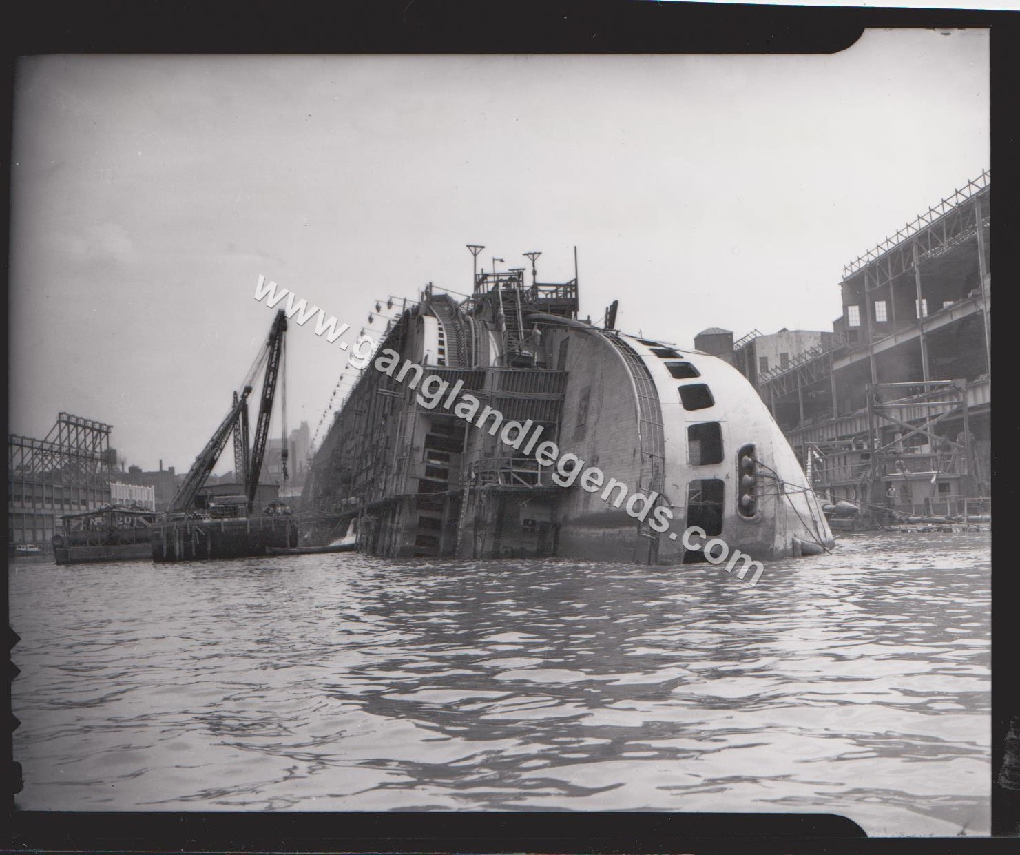 1942 Normandie in NY Harbor 001