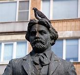 pigeon-sur-une-statue.jpg