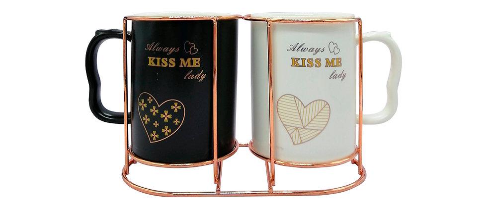"""Juego de 2 Tazas """"Kiss me 2""""."""