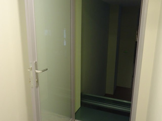 Дверь в алюминиевом профиле