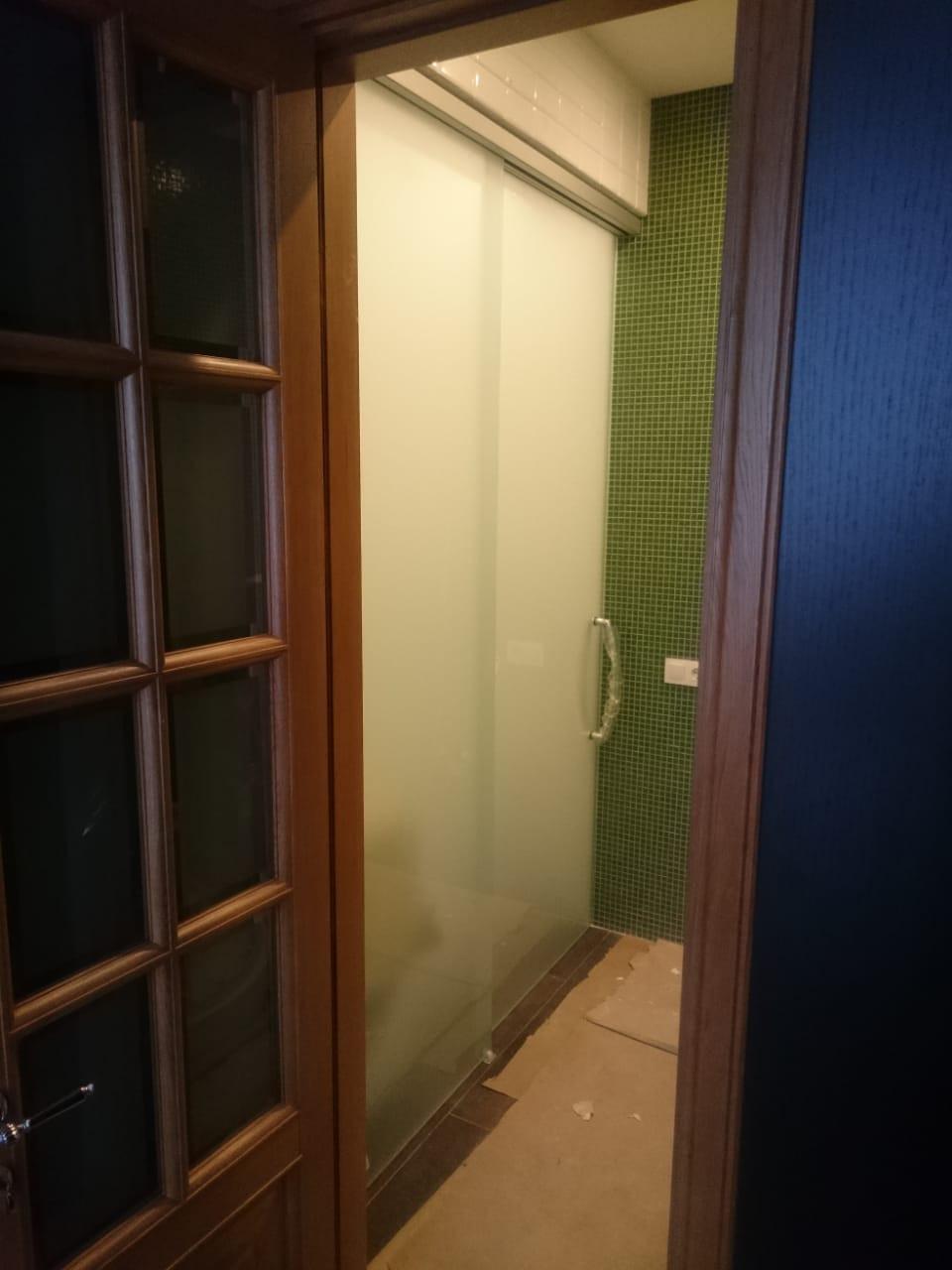 Двустворчатая раздвижная дверь