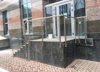 Ограждение из нержавеющей стали с заполнением из стекла