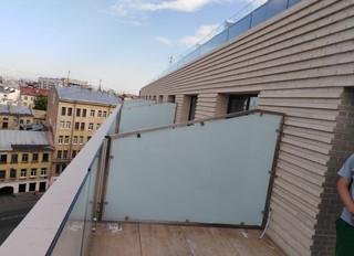 Стеклянные балконные перегородки