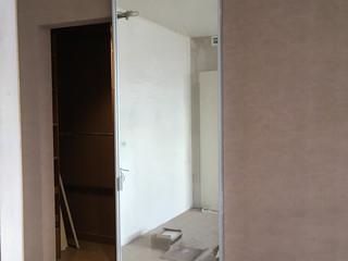 Стеклянная дверь в гардероб