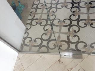 Перегородка из стекла с дверью