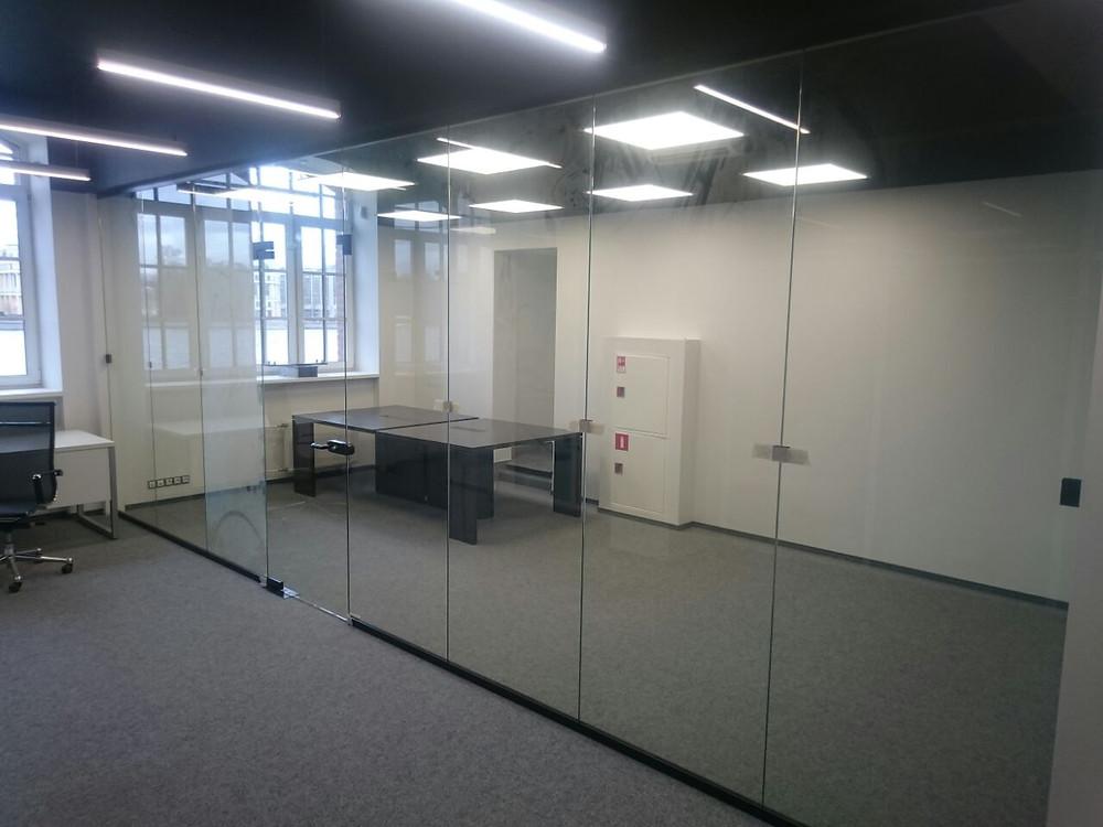 Стеклянная перегородки в офис