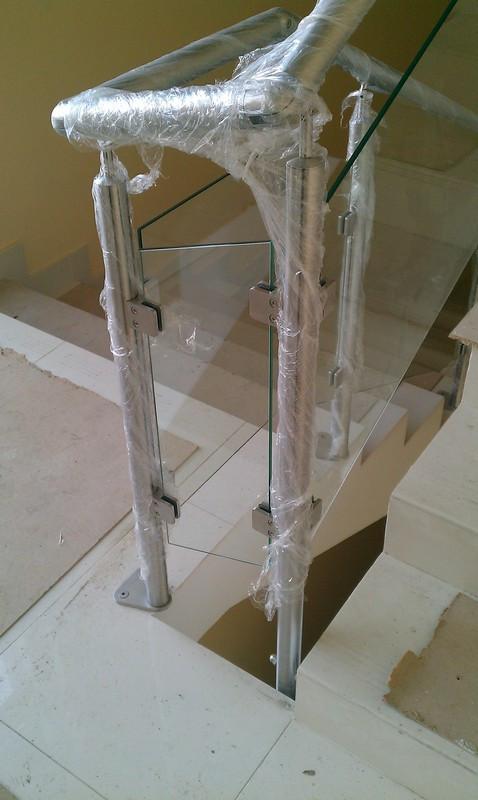 Ограждение из нержавейки с заполнением стекло
