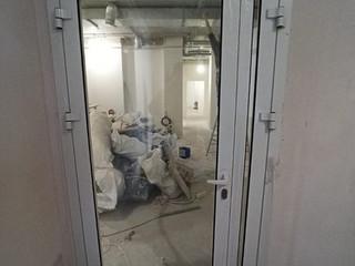 Алюминиевая полуторная дверь