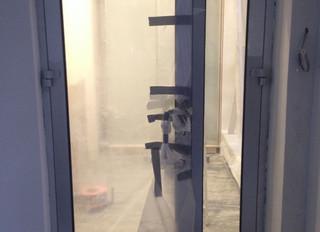Офисная перегородка и входная дверь