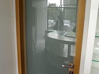 Межкомнатные стеклянные двери с алюминиевой коробкой
