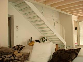 Лестница с стеклянными ступенями