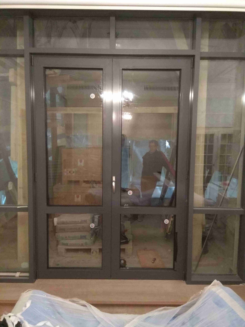 Алюминиевый витраж с дверью