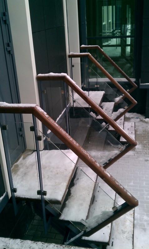 Уличные ограждения из черного металла