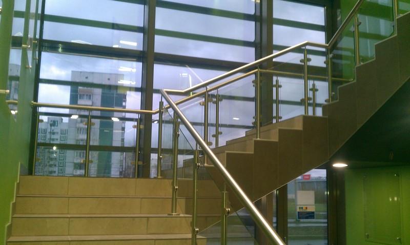 Стеклянное ограждение балконов