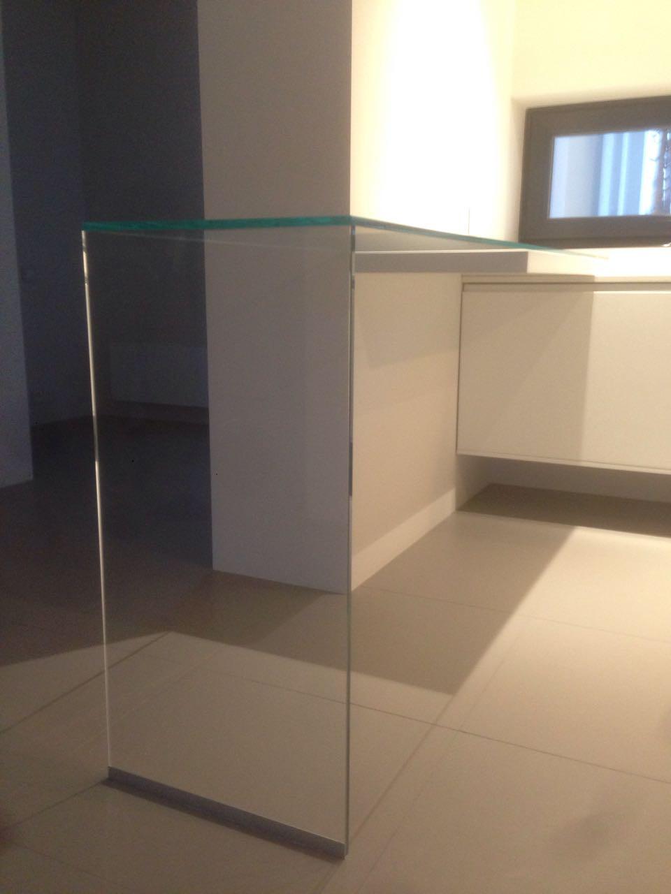 Барная стойка из стекла