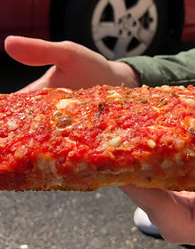 It's hip to be square 🆒🍕 This is the #sicilianpizza from #roseandjoes in #Astoria #queens #nyc and