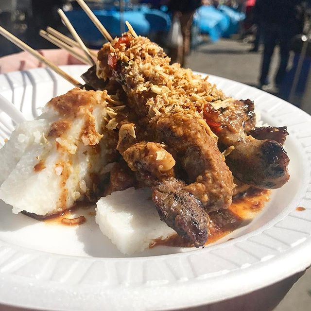 SATE ALLLLLLLLL DAY ☀️This is the mixed #sate (#beef, #chicken, #lamb) from _tusonsate at the season