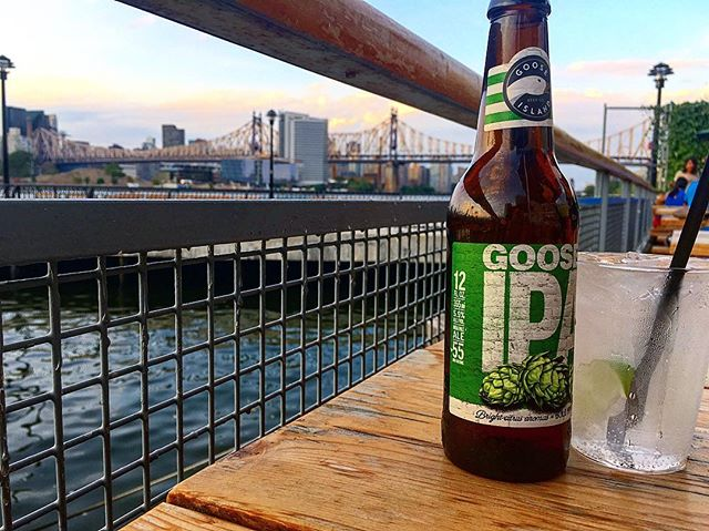 🙌Saturday night vibes at the most incredible water front bar in #lic.jpg