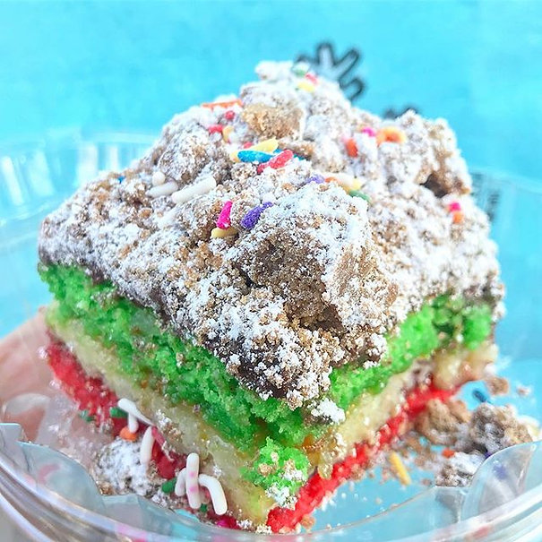 And that's the way the weekend crumbles 🙏This is the #rainbowcookie 🌈🍪🍰#crumbcake by _donutdivan
