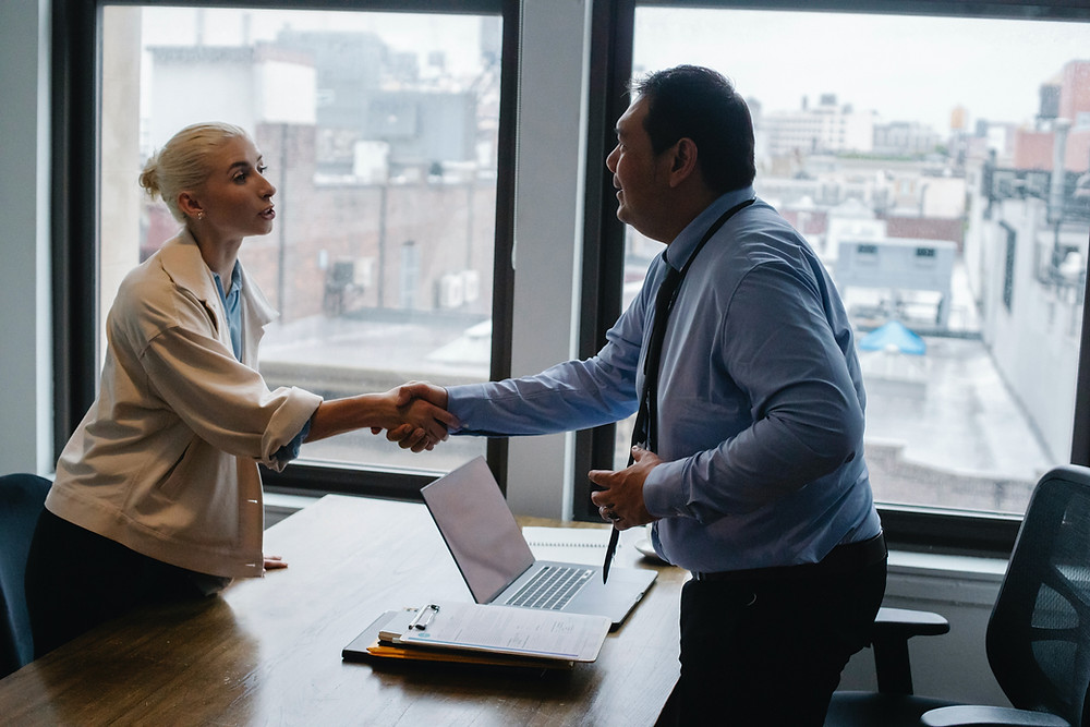 woman shaking hand with divorce attorney
