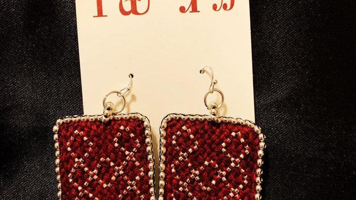Oblique fingerwoven earrings (dark maroon)