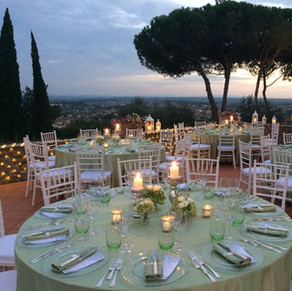THE PANORAMIC TERRACE WITH ROUND TABLES