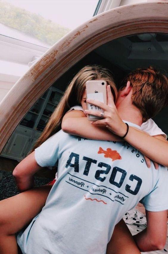 2 adolescents en couple