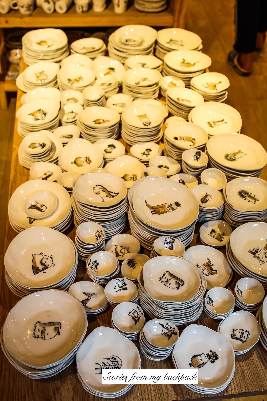 ceramics in Hanoi, Shopping in Hanoi, where to shop in Hanoi, street shopping in Hanoi, Vietnam shopping, souvenirs to buy in Vietnam, souvenirs to buy in Hanoi