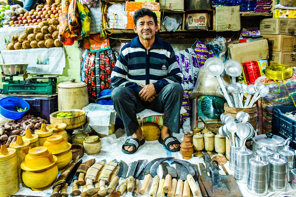 handmade knives, lal bazaar Gangtok, Gangtok shopping, local market in sikkim, sikkim tour, Gangtok things to do