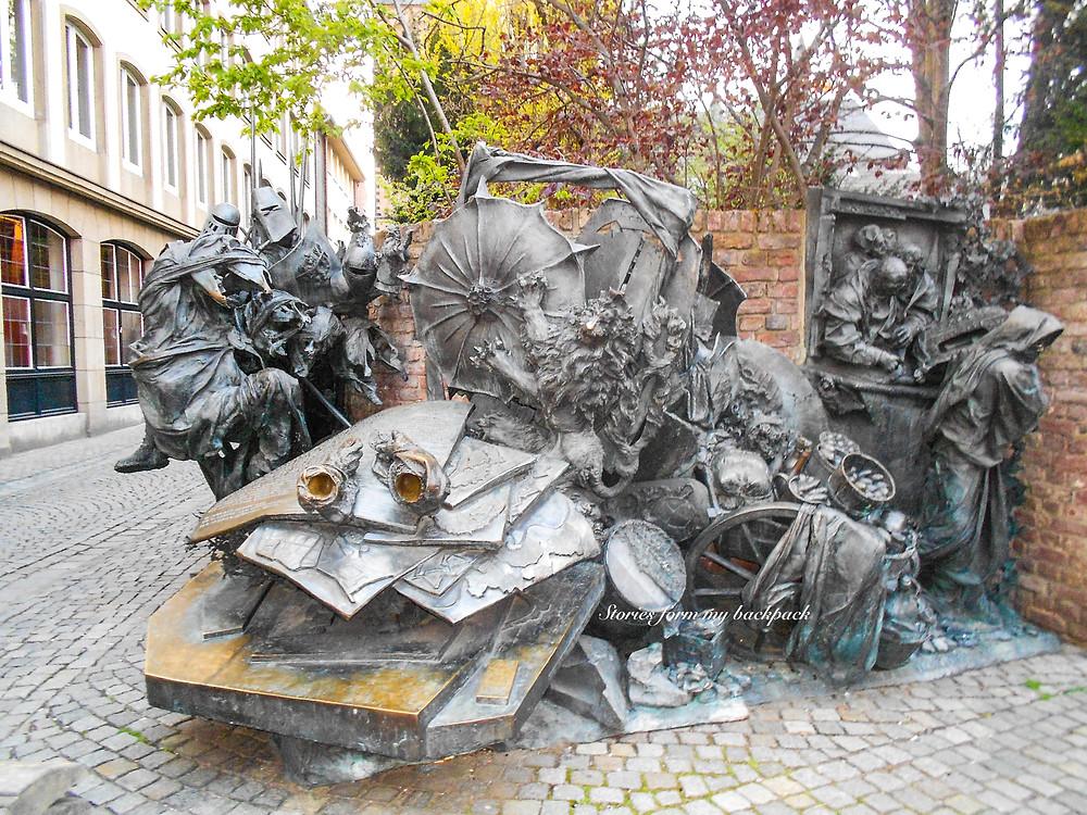 Stadterhebungs monument, dussledorf art installation, street art in Dusseldorf, monuments in Dusseldorf, statue in Dusseldorf, sightseeing in Dusseldorf