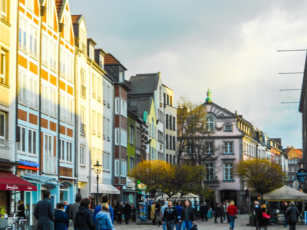 Altstadt duseecldorf, old town Dusseldorf, shopping in Dusseldorf, restaurants in Dusseldorf, longest bar in the world, Dusseldorf nightlife