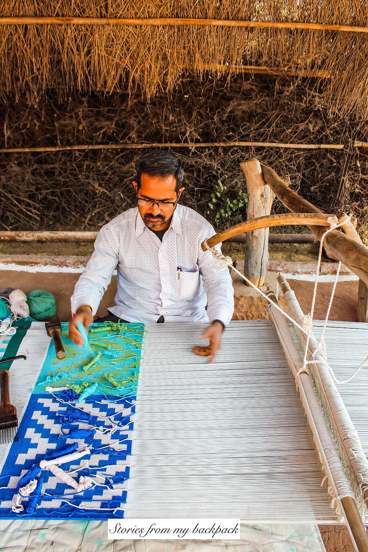 weaving rugs, weavers, dhurrie, weaving demonstration, buy rugs in Rajasthan, buy dhurries in jodhpur, Bishnoi Village, jodhpur villages