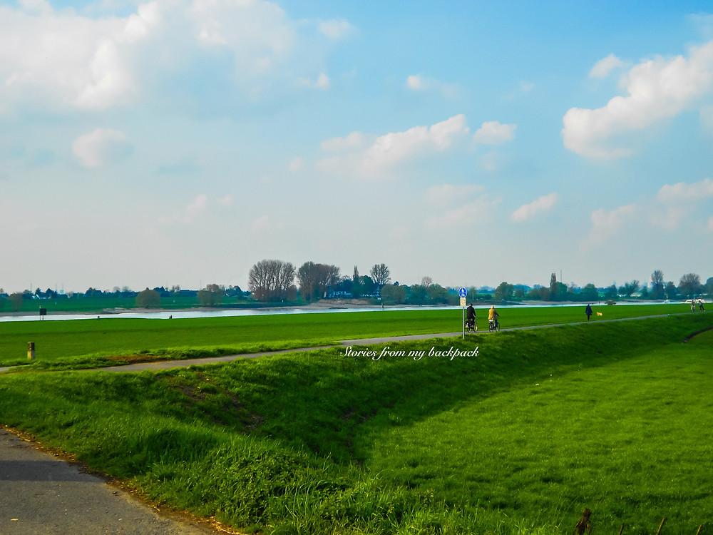 Rhine sightseeing, cyclingtrack along the Rhine in Dusseldorf, Dusseldorf nature trail, Dusseldorf things to do, Dusseldorf countryside