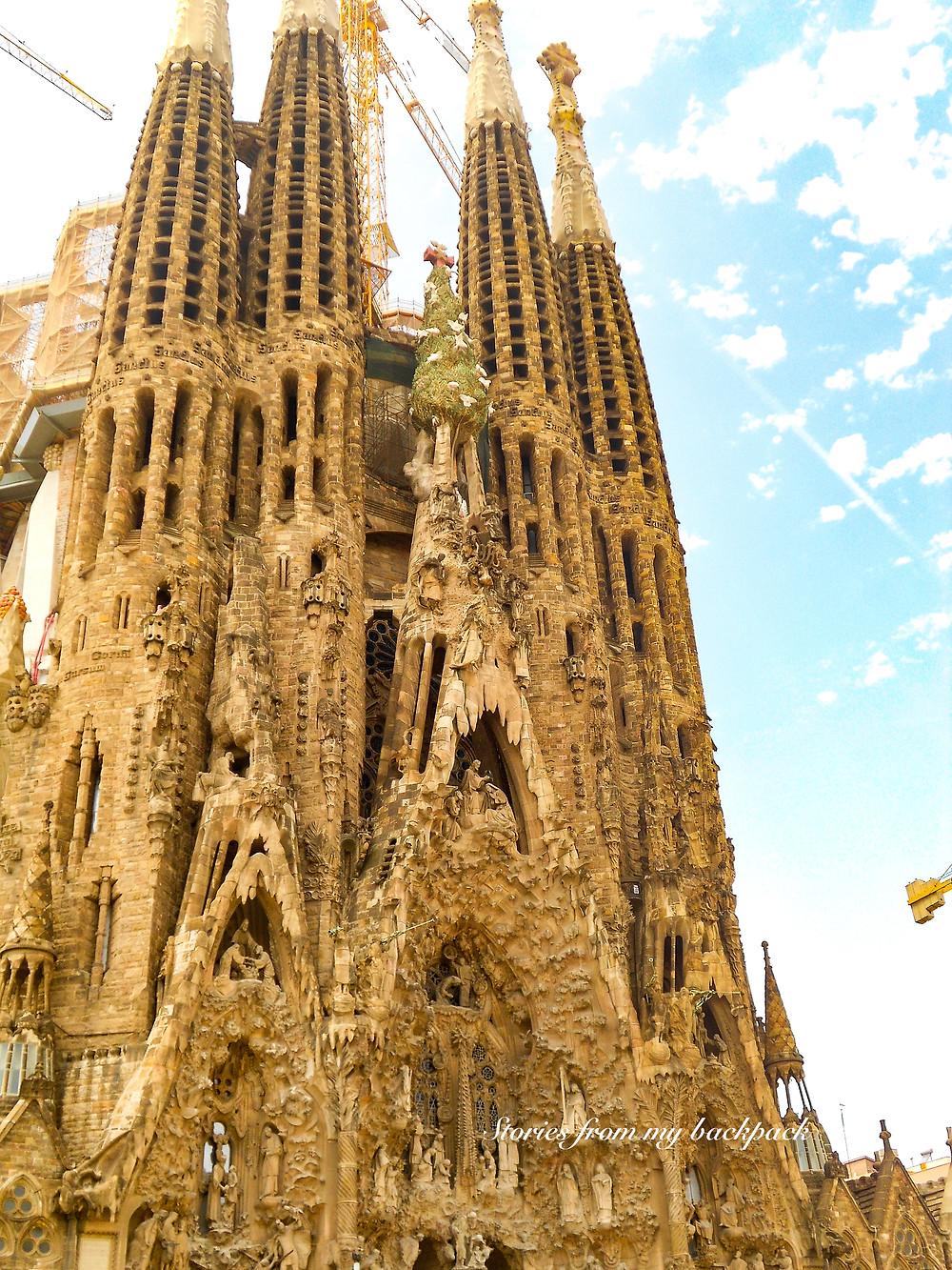 la Sagrada Familia, Gaudi's most famous work, Gaudi's unfinished work, Gaudi on a budget, Barcelona card, Barcelona city pass