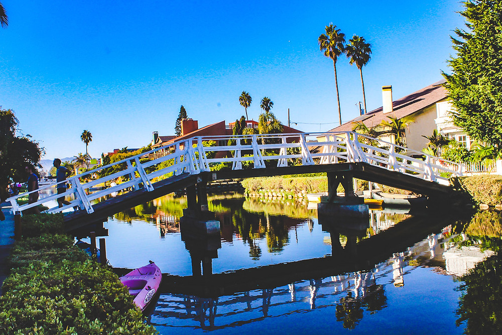 White bridge, pretty bridge in Venice canals, boats in Venice, houses in Venice canals, rentals in Venice canals, Venice beach, airbnb in Venice canals