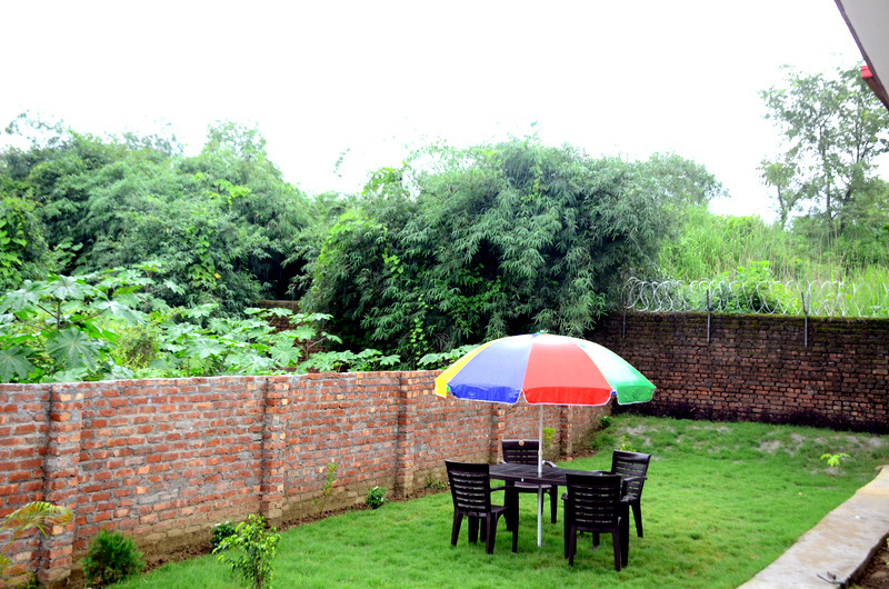 garden with sitting area