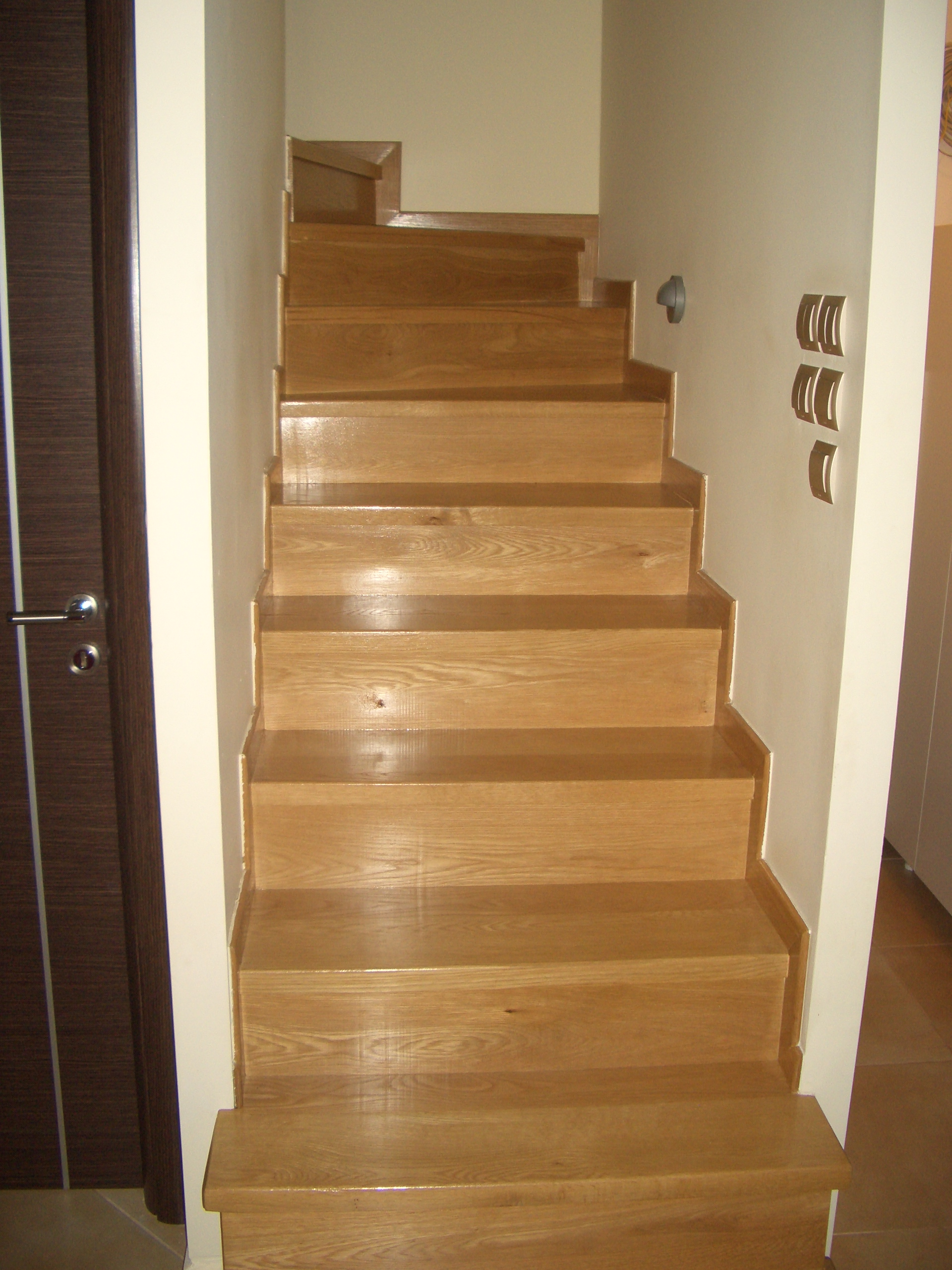 Wooden floor and staircase - Mani
