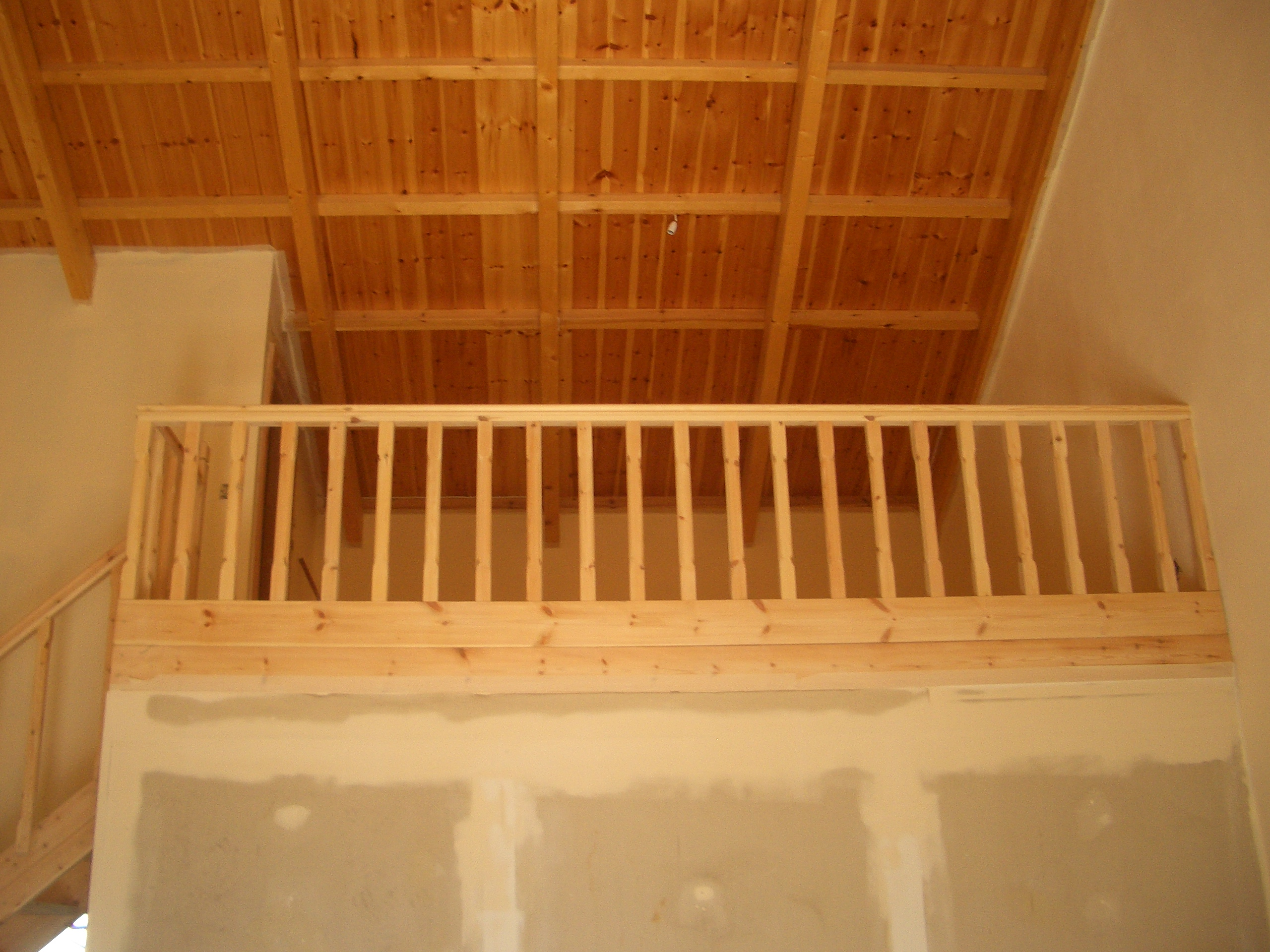 Wooden loft and roof - Mani