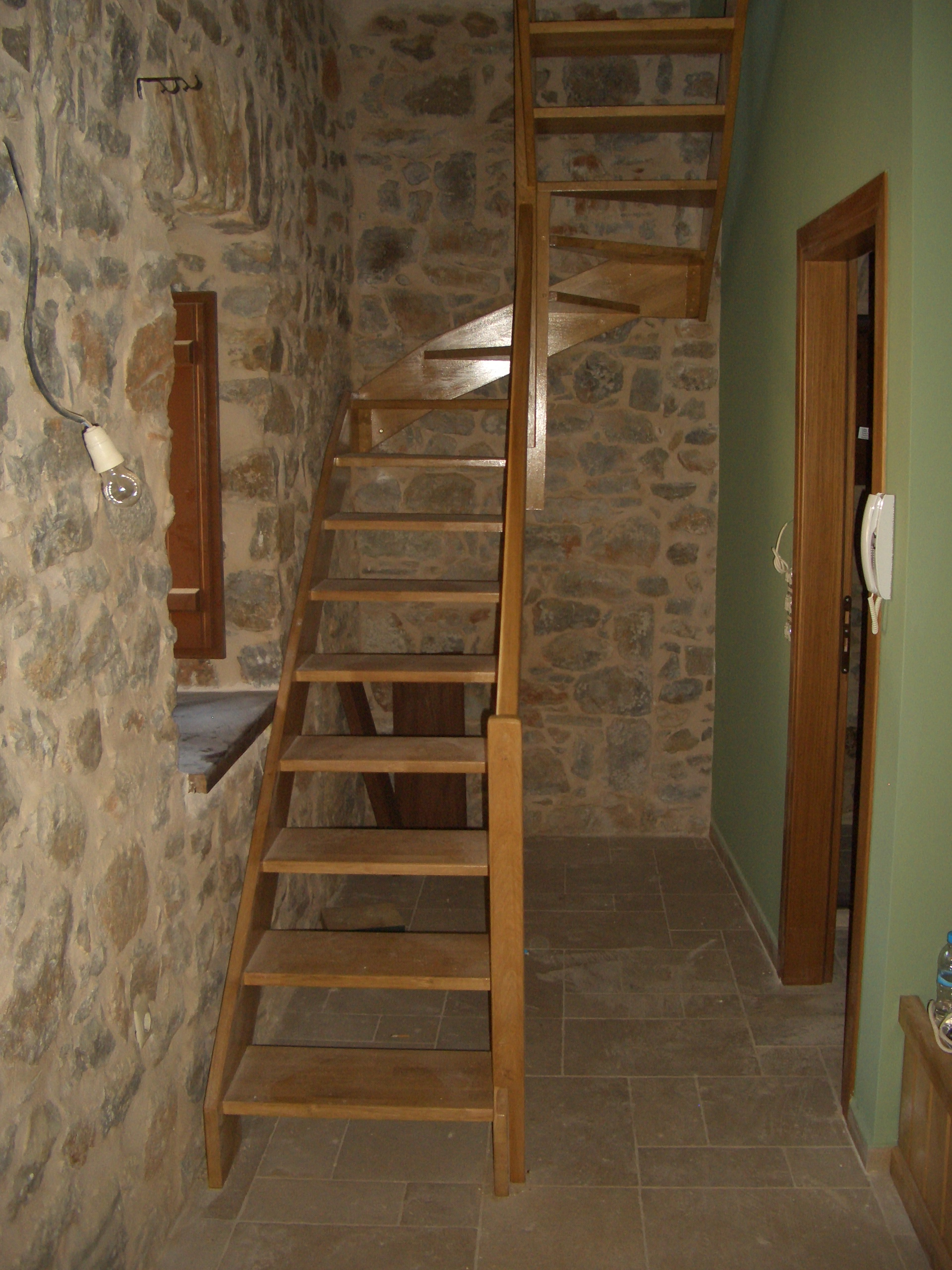 Wooden staircase construction - Mani