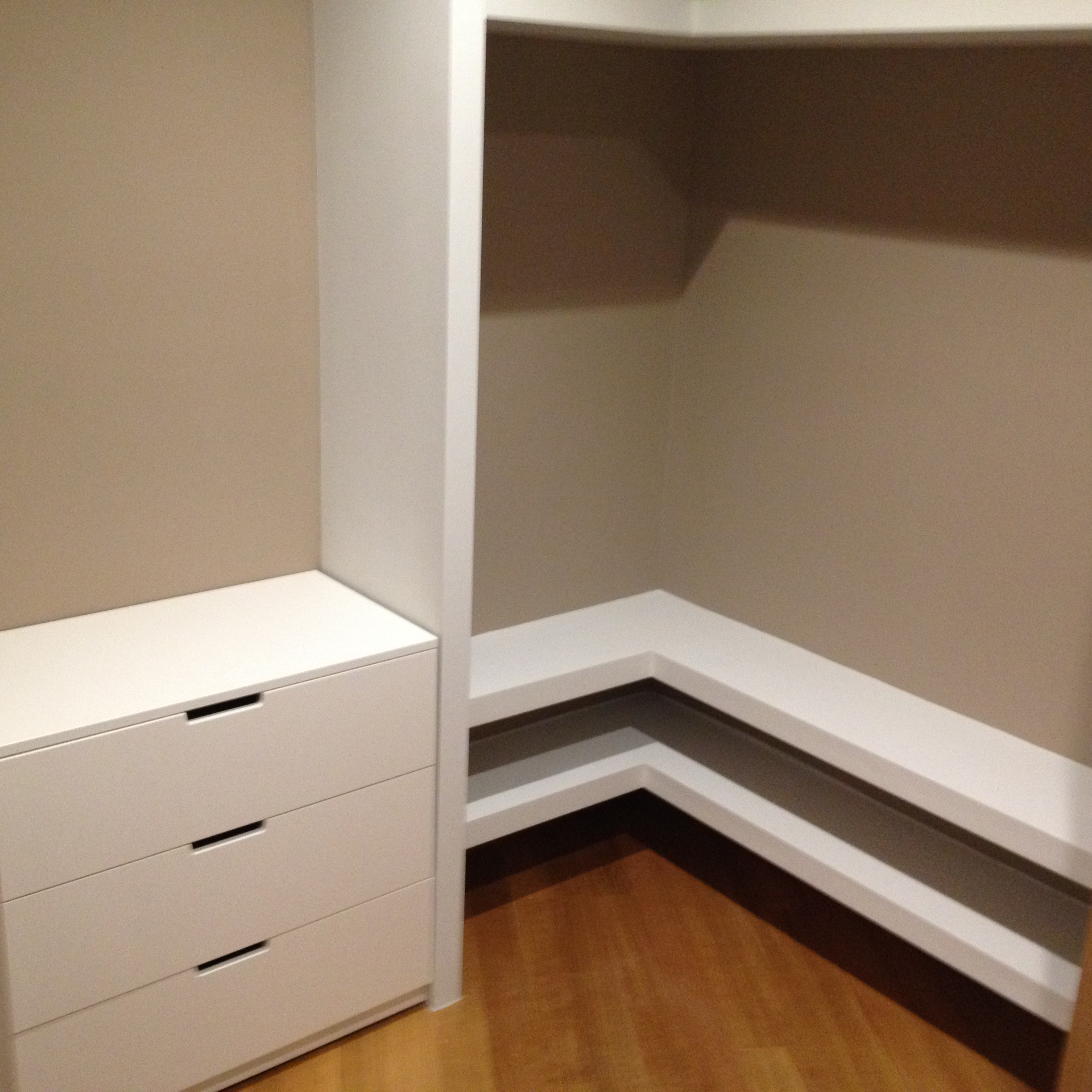 Walk-in wardrobe cabinets - Gythion